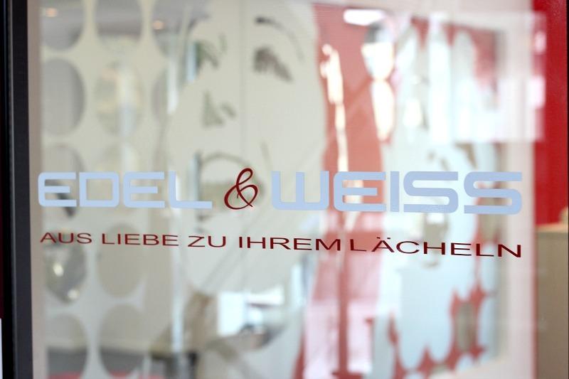 Zähne bleachen in Köln bei Edel & Weiss