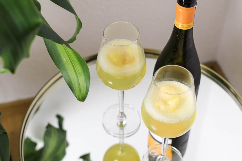 mimosas with a twist schneller aperitif f r g ste the golden kitz. Black Bedroom Furniture Sets. Home Design Ideas