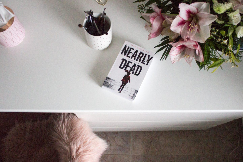 """Überraschungshit! """"Nearly Dead"""" von Elle Cosimano – Buchrezension"""