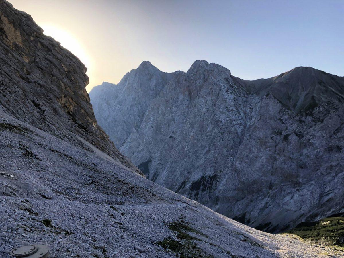 Knorrhuette Sonnenaufgang in den Bergen Zugspitze