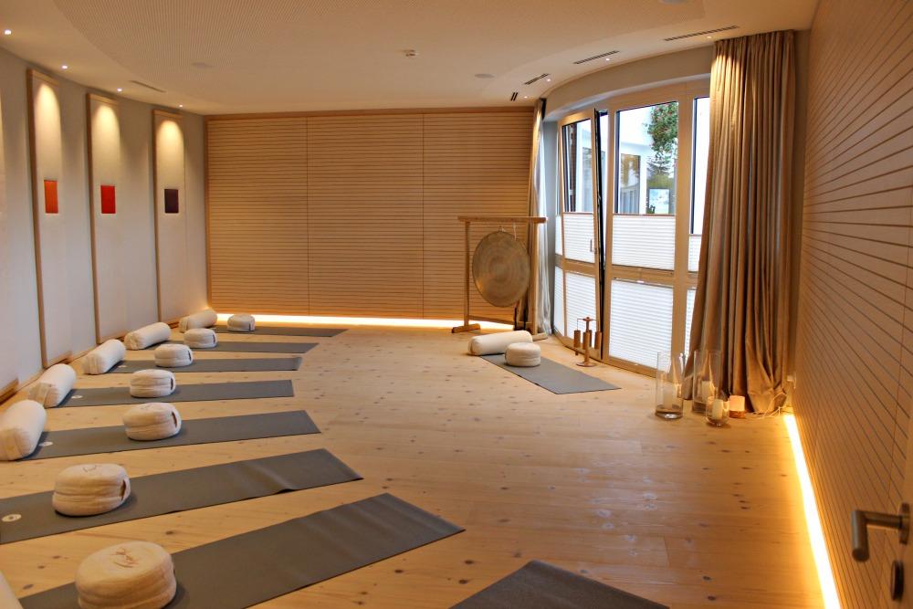 Yoga im Juffing Hotel Yogaraum Besinnen Beginnen Programm