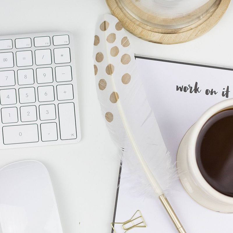 Aufgeräumter-Schreibtisch-für-Motivation-zum-Lernen